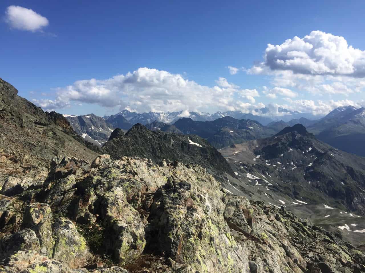 auszeit schweiz in graubünden, ausbild auf das bergpanorama