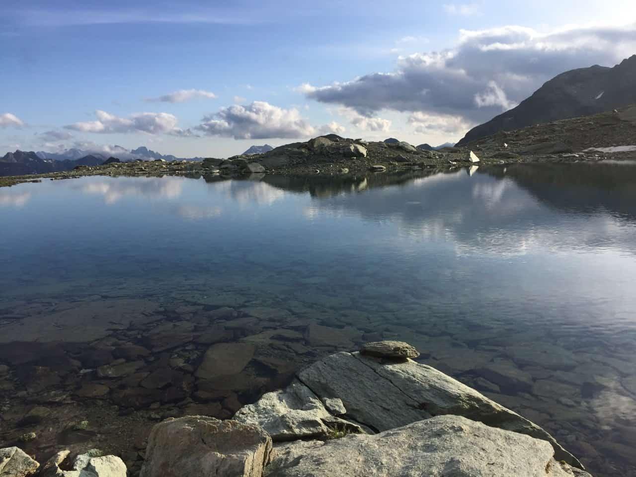 auszeit schweiz am blauen bergsee, finde dein inneres gleichgewicht