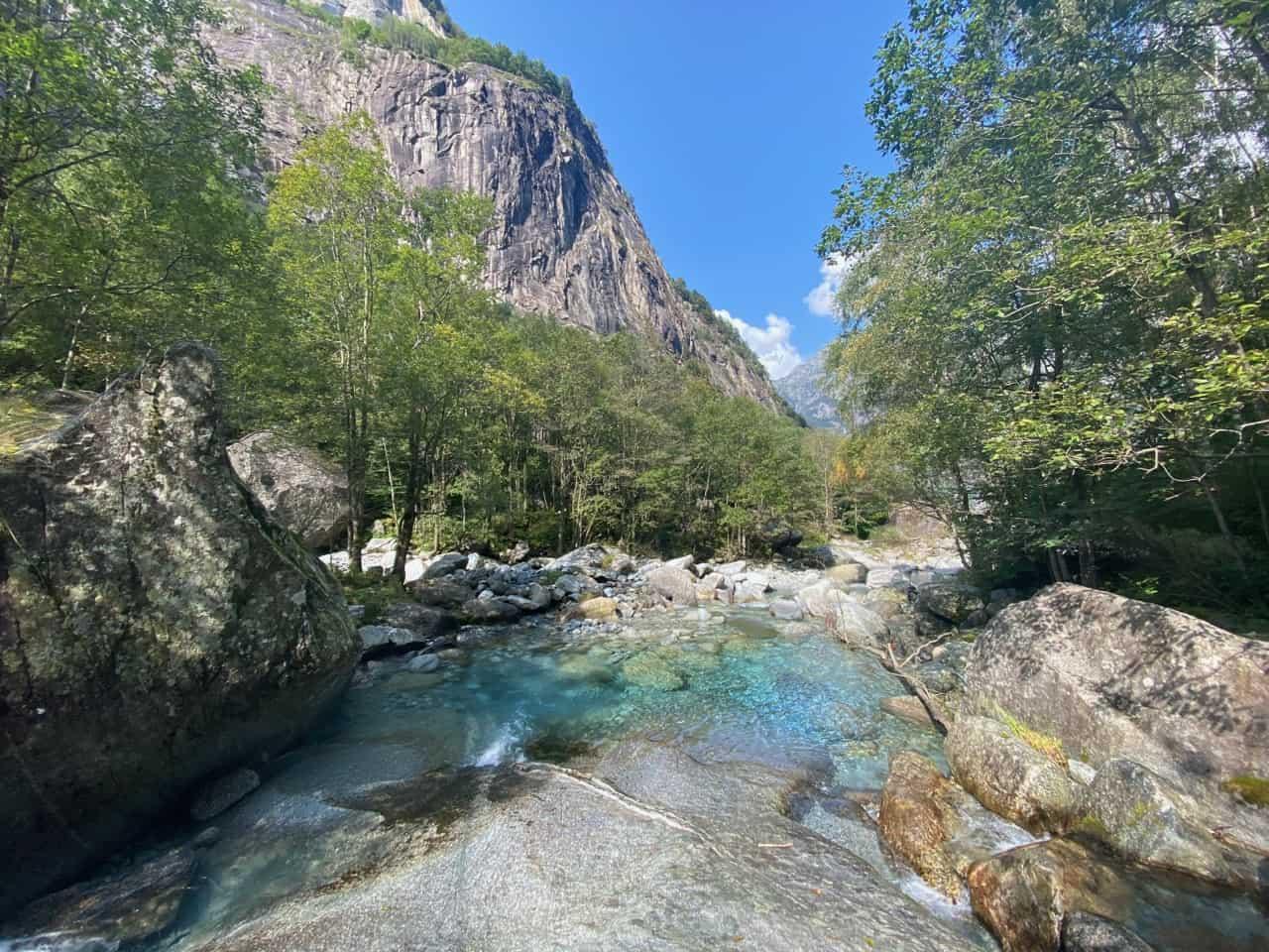 auszeit schweiz am turkisfarbenen bergbach