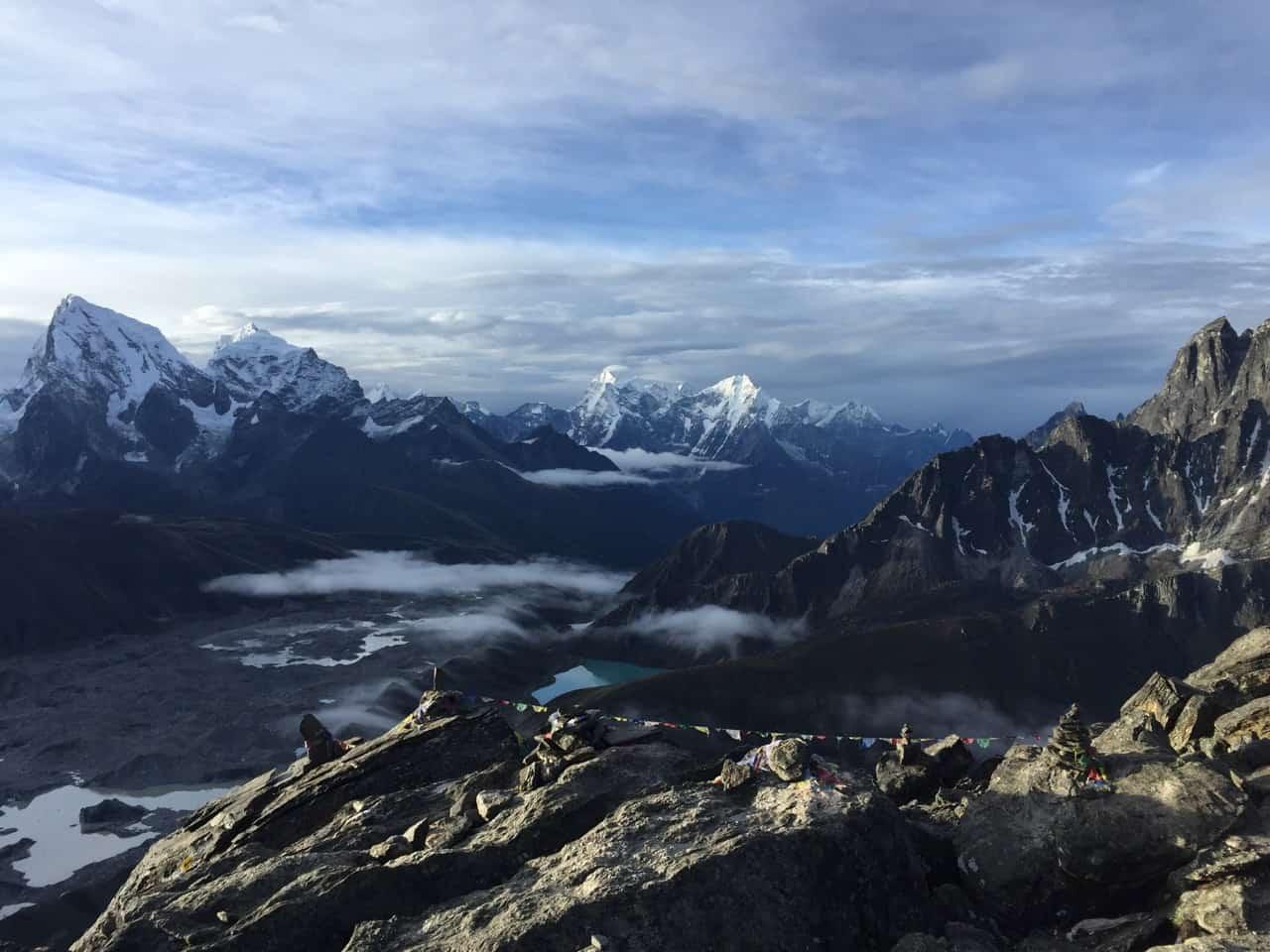 view from gokyo ri out valley, ausblick auf dein leben